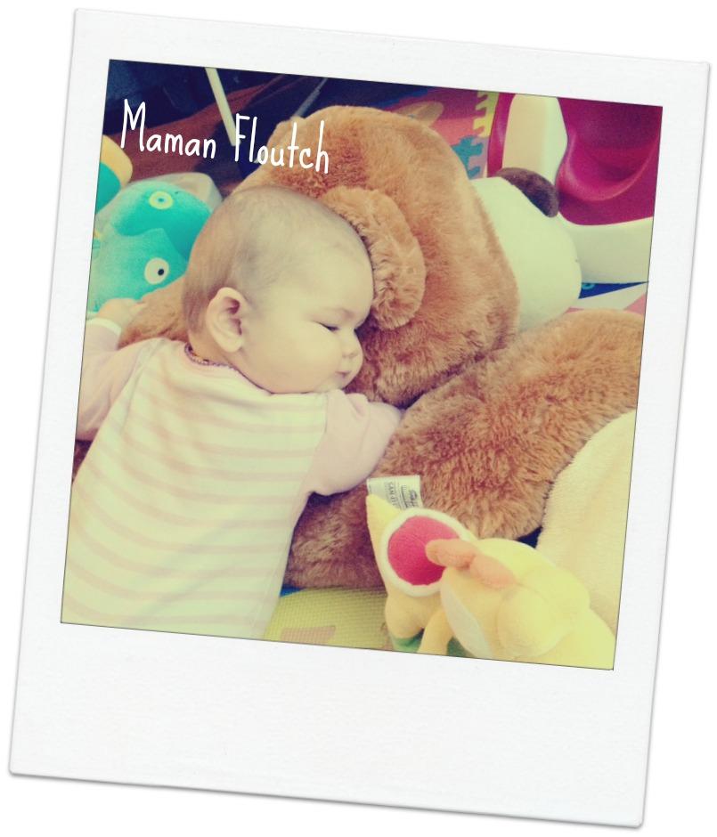 gros ours en peluche bebe